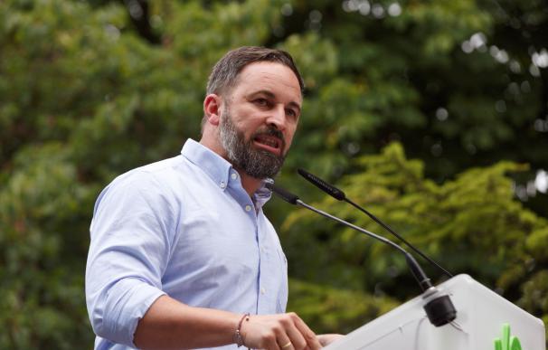El presidente de Vox, Santiago Abacal, durante el mitin de cierre de campaña de las elecciones vascas celebrado este viernes en Vitoria