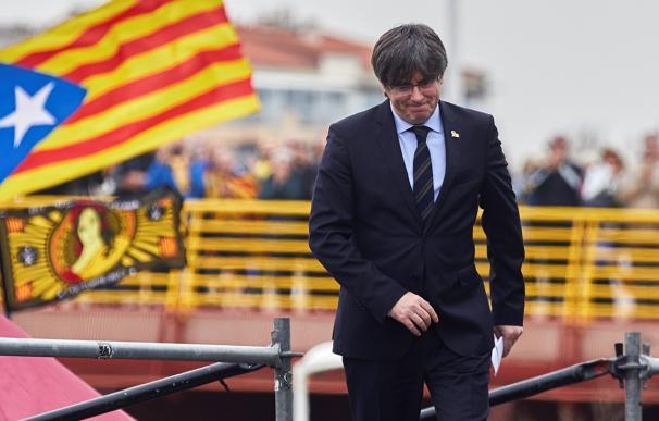 Puigdemont plantea llevar las catalanas a noviembre y enreda los PGE a Sánchez
