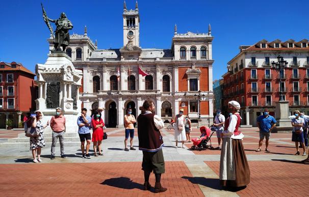 Los domingos, por las mañanas los niños pueden recorrer la ciudad de la mano de Cristóbal Colón.