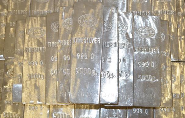 La plata vapulea al oro con un alza del 86% desde el 'crash' por la Covid-19