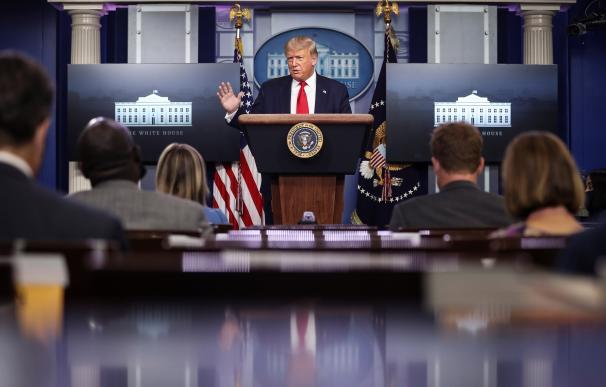 Trump sugiere retrasar las elecciones... por el riesgo de fraude en el voto por correo