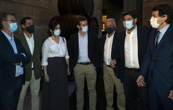 Pablo Casado, junto a los presidentes autonómicos del PP, antes de la reunión con Sánchez en La Rioja.