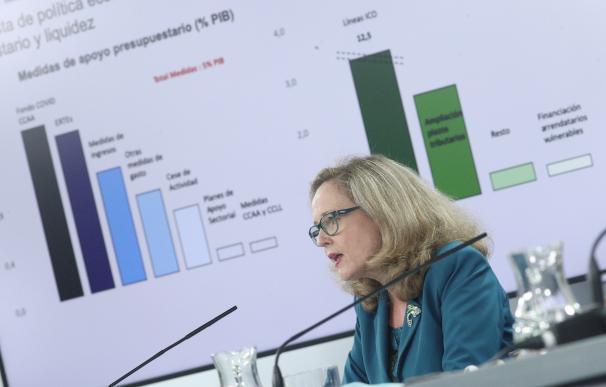 La ministra de Asuntos Económicos, Nadia Calviño, en una rueda de prensa en Moncloa.