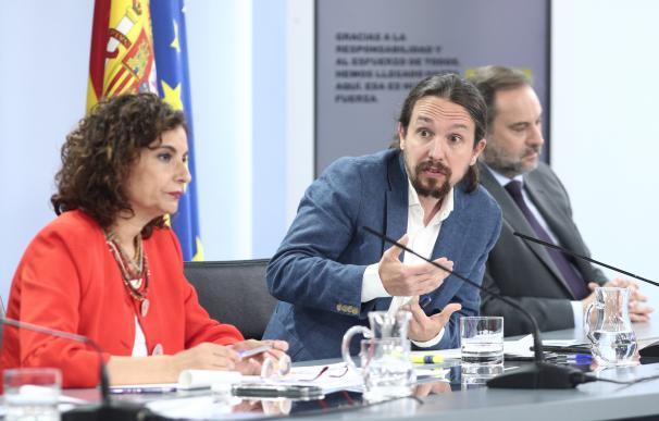 El vicepresidente segundo, Pablo Iglesias, entre la ministra de Hacienda, María Jesús Montero, y el de Transporte, José Luis Ábalos.