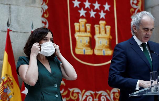 La presidenta madrileña, Isabel Díaz Ayuso, y el consejero de Sanidad, Enrique Ruiz Escudero