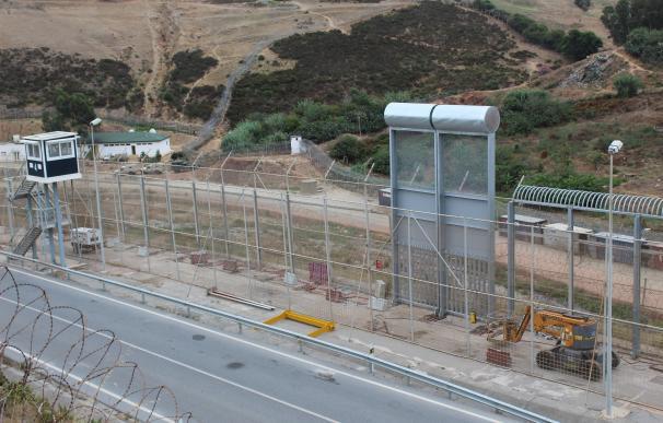 Colocan la primera muestra de la nueva valla fronteriza de Ceuta Colocan la primera muestra de la nueva valla fronteriza de Ceuta 6/8/2020