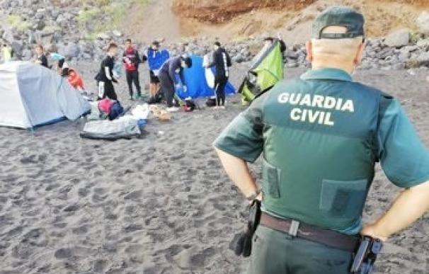 Desalojan a 62 campistas en la playa de Los Patos (Tenerife)