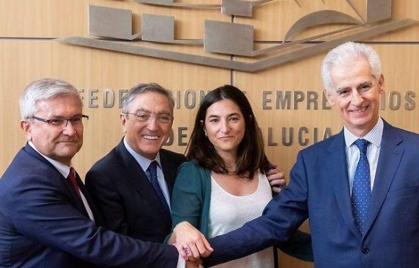 El presidente en funciones de SEPI, Bartolomé Lora (derecha), en la firma de un acuerdo empresarial.