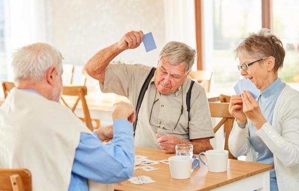 Jubilarse a los 65 o retrasar la jubilación influye en el cálculo de la pensión.
