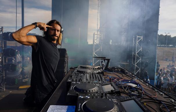 El DJ Internacional, Bob Sinclar