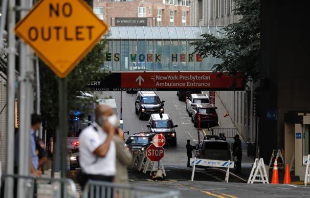 La caravana presidencial llega al hospital donde ha fallecido Robert Trump, hermano del dirigente americano