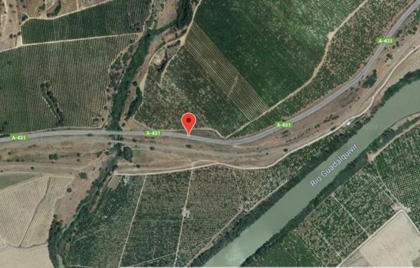 Un fallecido y cuatro heridos al caer por un puente un coche entre Palma del Río y Peñaflor