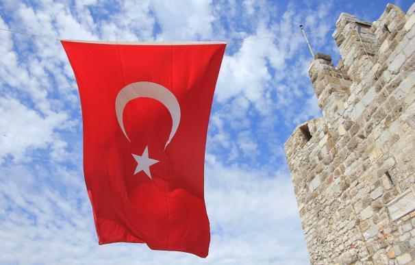 El hundimiento de la lira pone contra las cuerdas al Banco Central de Turquía