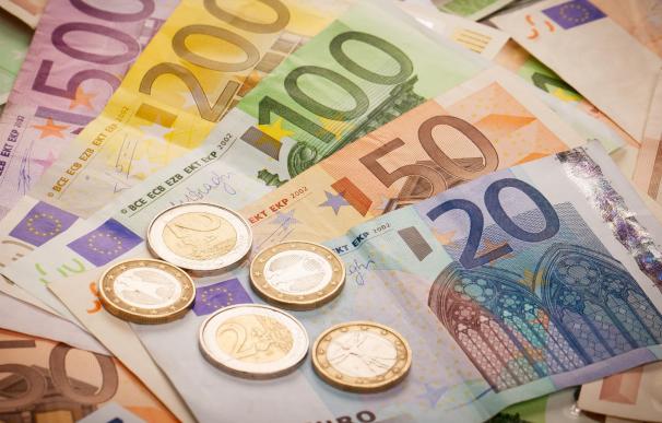 El interés compuesto permite invertir y ganar mucho dinero a largo plazo.