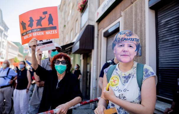 Imagen de una protesta contra las decisiones de Angela Merkel respecto a la pandemia.