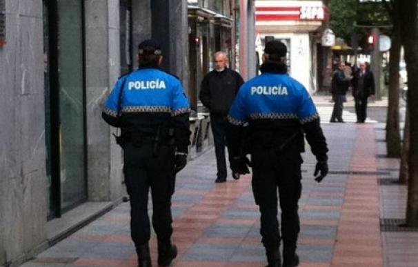 Dos agentes de Policia de Castilla y León