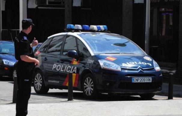 Policía Nacional patrulla coche agente España