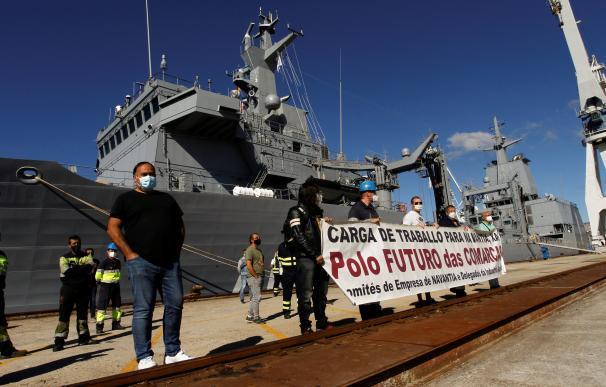 Varios trabajadores de Navantia en Ferrol aprovecharon la botadora del último buque para Australia para protestar.
