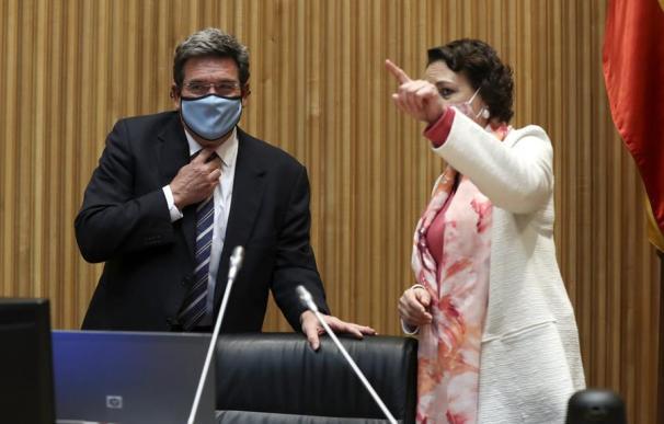 El ministro de Seguridad Social, José Luis Escrivá, junto a Magdalena Valerio.