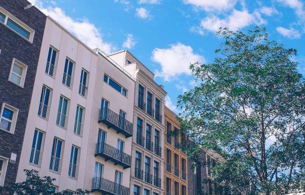 La Sareb tiene en cartera miles de pisos embargados a la venta a buen precio.