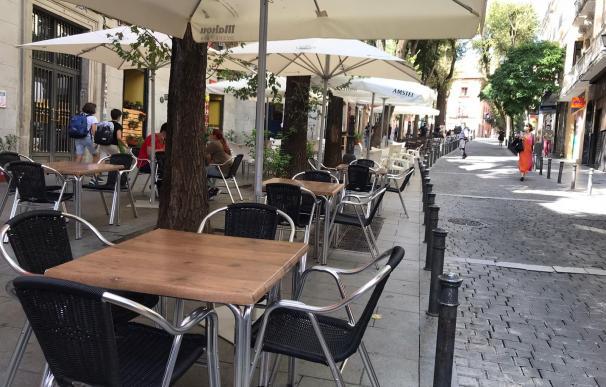 Mesas vacías en Lavapiés