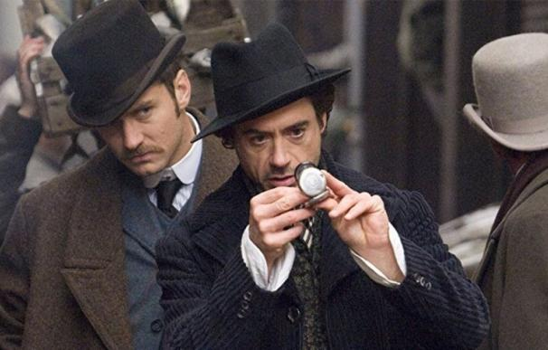Robert Downey Jr como Sherlock Holmes.