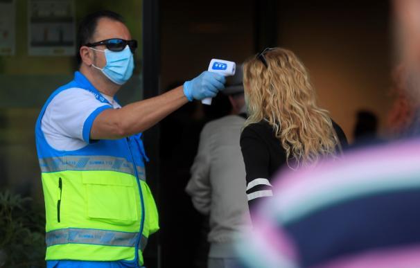 La Comunidad de Madrid ha comenzado a hacer este martes las pruebas rápidas de antígenos en Puente de Vallecas.