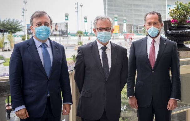 De izquierda a derecha, el consejero delegado de ABANCA, Francisco Botas, el CEO adjunto de Crédit Agricole, Xavier Musca, y el presidente de ABANCA, Juan Carlos Escotet Rodríguez.