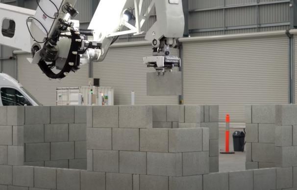Hadrian X, el robot que construye casas en tres días.