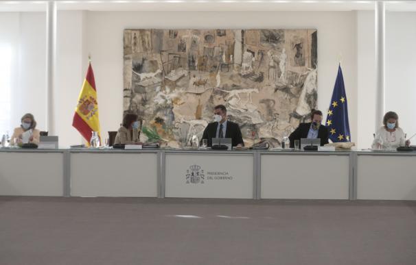 Sánchez asume las recetas económicas de Podemos y prepara los PGE del gasto