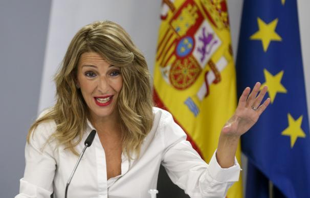 Díaz plantea subidas de sueldo para los becarios y limitar los contratos en cadena