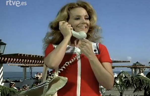 Carmen Sevilla y su teléfono móvil que no era móvil.