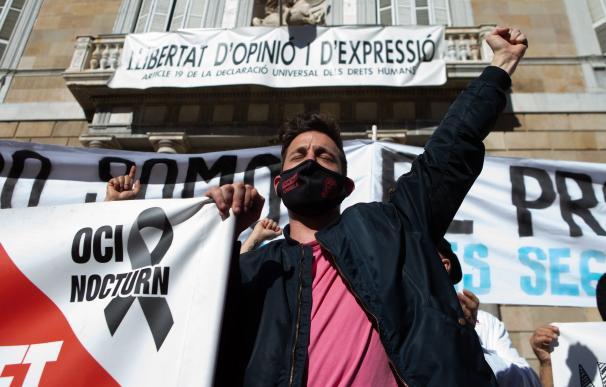 La manifestación convocada este viernes en la plaza Sant Jaume de Barcelona por restauradores y comerciantes