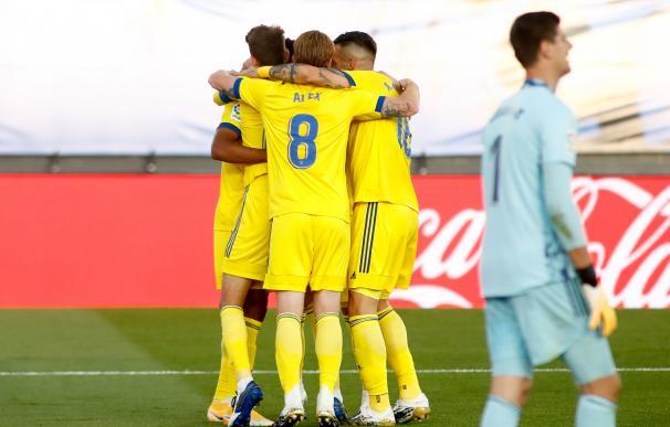 El Cádiz da la sorpresa y gana a un Real Madrid demasiado espeso e inoperante.