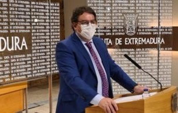 Consejero Sanidad José María Vergeles, Extremadura