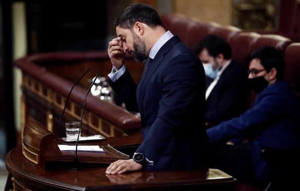 El líder de Vox, Santiago Abascal, durante la segunda sesión del debate de moción de censura presentada por el partido ultraderechista que lidera, este jueves en el Congreso. EFE/Mariscal