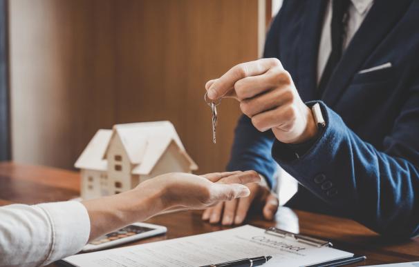 Comprar una casa con poco dinero es posible.