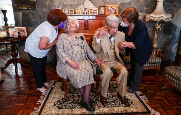Fotografía de archivo del matrimonio más longevo del mundo