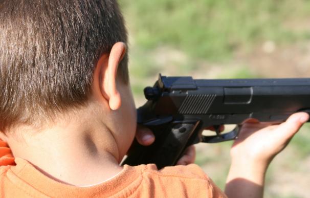 Los servicios de emergencia no pudieron hacer nada por salvar la vida del niño que se disparó con una pistola.