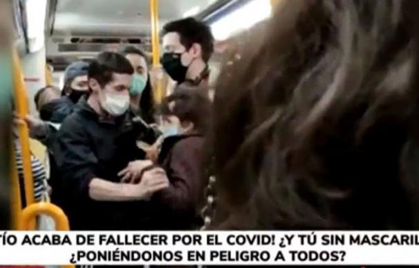 Sin mascarilla bronca metro Madrid
