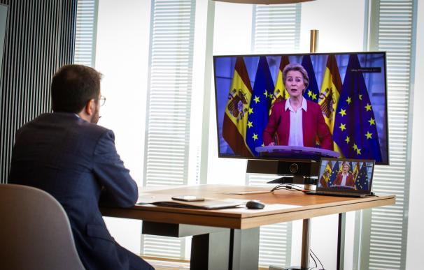 Ursula von der Leyen interviene en la conferencia de presidentes ante la mirada de Pere Aragonès