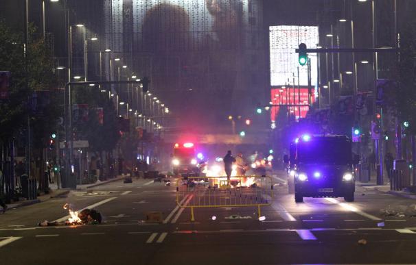 La Policía ha tenido que desalojar la Gran Vía de Madrid tras ser tomada por manifestantes.