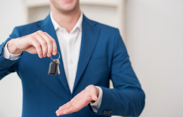 Si quiero vender mi piso alquilado... ¿tengo que ofrecérselo a los inquilinos?