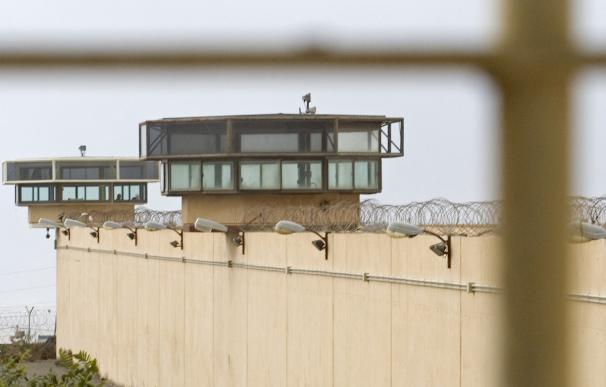 Garitas de vigilancia de la prisión almeriense de El Acebuche.