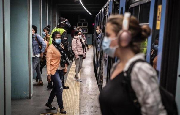 Pasajeros en el Metro de Lisboa