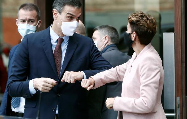 El presidente del Gobierno, Pedro Sánchez, y la presidenta del Gobierno de Navarra María Chivite.