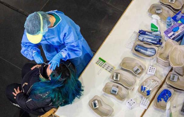 Personal sanitario realizan test de antígenos