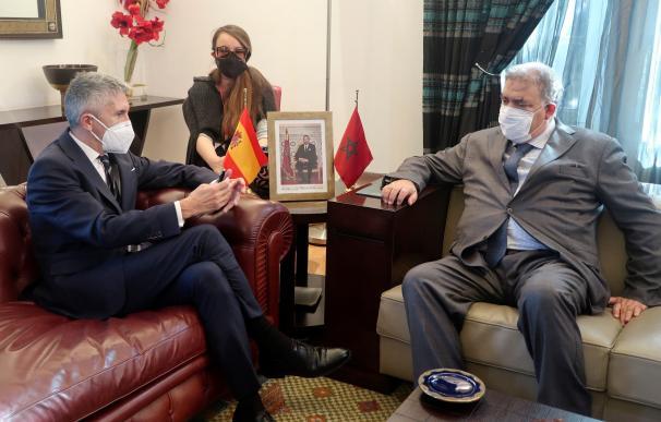 El ministro de Interior marroquí, Abdelouafi Laftit, conversa con Fernando Grande-Marlaska durante su reunión en Rabat, Marruecos.