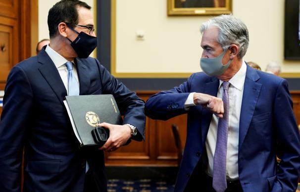 El secretario del Tesoro de EE.UU., Steven Mnuchin, y el presidente de la Fed, Jerome Powell.