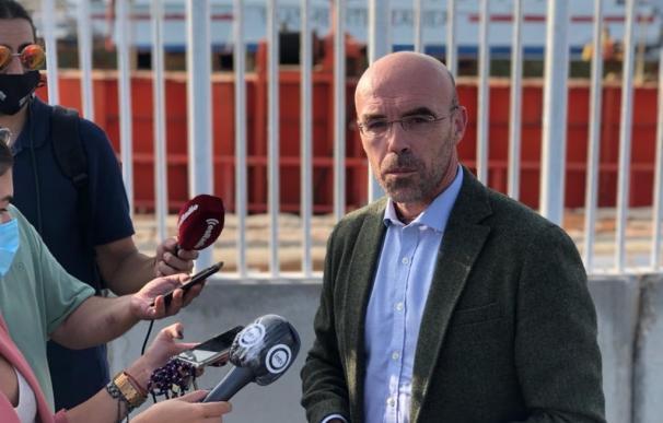 Jorge Buxadé (Vox) junto al Puerto de Almería VOX (Foto de ARCHIVO) 18/9/2020